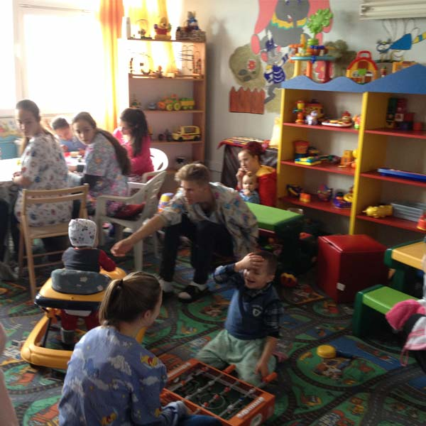 Volunteers from American International School Vienna